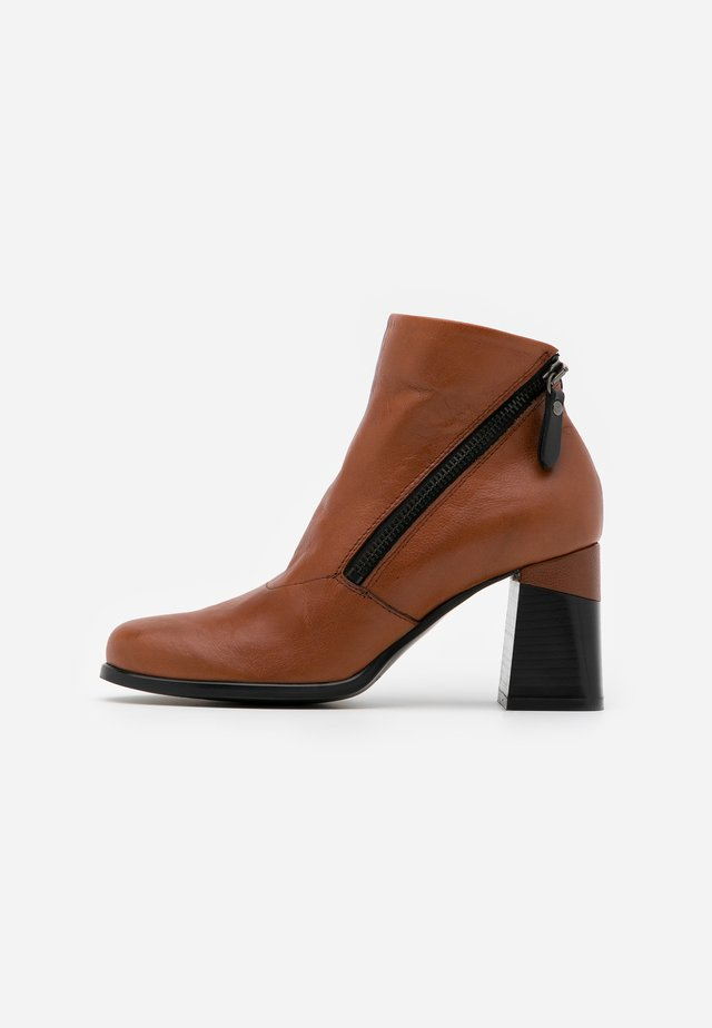 Ankle boot - twister almond