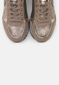 Colmar Originals - TRAVIS PUNK - Trainers - beige/light gold - 6