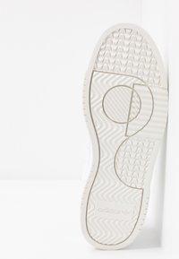 adidas Originals - SUPERCOURT  - Sneakers - footwear white/platin metallic - 6