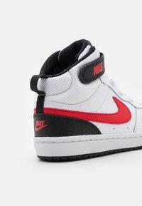 Nike Sportswear - COURT BOROUGH MID UNISEX - Sneakers hoog - white/university red/black - 5