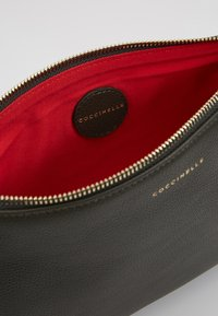 Coccinelle - BEST CROSSBODY SOFT - Clutch - reef - 4