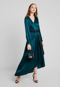 Little Mistress - TASMIN POLKA DOT ASYMMETRIC WRAP DRESS - Juhlamekko - green - 2