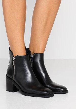 ALEXA BOOT - Kotníkové boty - black
