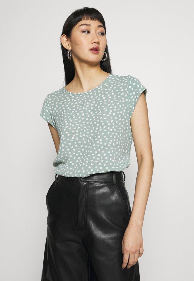 ONLVIC - T-shirt con stampa - chinois green/karo