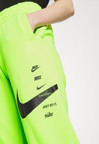Nike Sportswear - PANT - Pantalon de survêtement - volt/black - 4