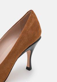 HUGO - TONIC - Classic heels - medium brown - 6