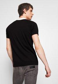 Bellfield - CHEVRON COLOUR BLOCK POLO - Polo shirt - black - 2