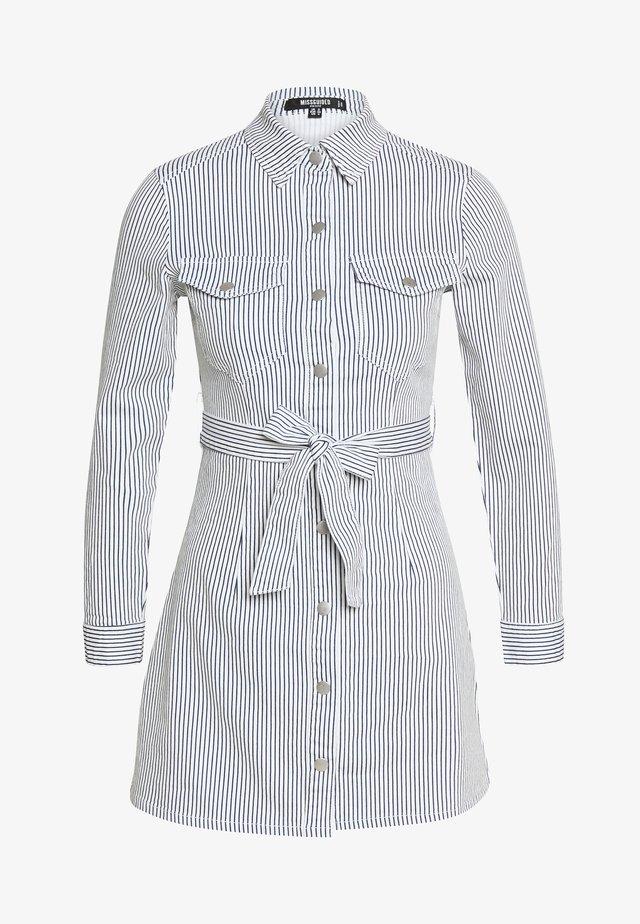 STRIPE BUTTON UP SELF BELT DRESS - Denní šaty - blue