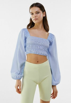 MIT KASTENAUSSCHNITT UND RAFFUNG - Long sleeved top - light blue