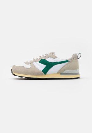 USED - Zapatillas - white/verdant green