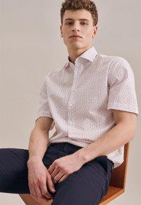 Seidensticker - BUSINESS REGULAR - Shirt - rot - 4