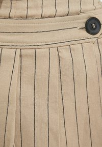 Bershka - Shorts - camel - 5