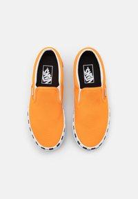 Vans - CLASSIC STACKED - Slip-ons - bright marigold/true white - 5