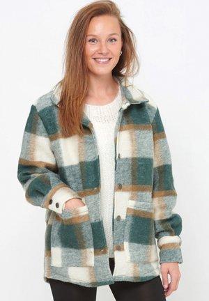 VIKSA - Short coat - green camel
