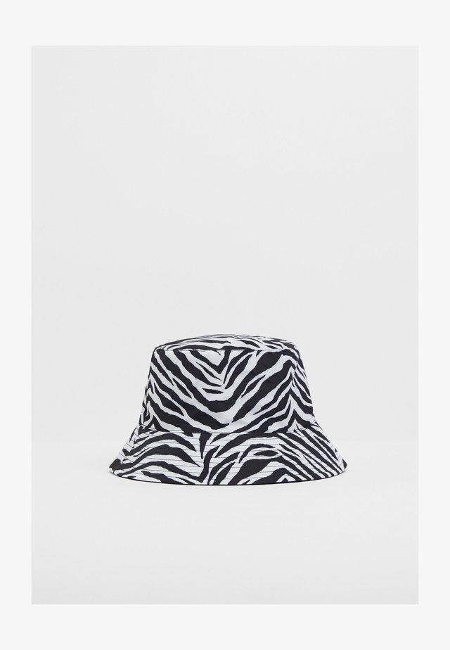 Hat - dark grey