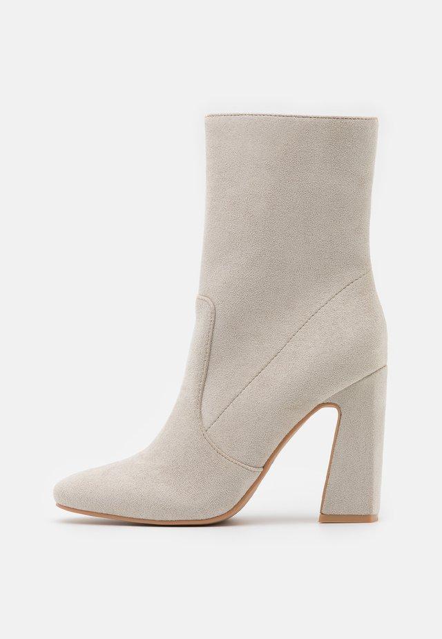 NARESSA - High Heel Stiefelette - grey