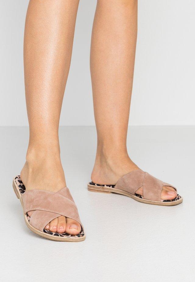 GIFT - Muiltjes - skin/nude