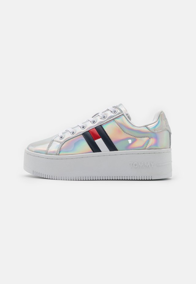 FULLY IRIDESCENT IRONIC - Sneakers basse - silver