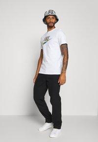 Nike Sportswear - TEE FESTIVAL - Camiseta estampada - white - 1