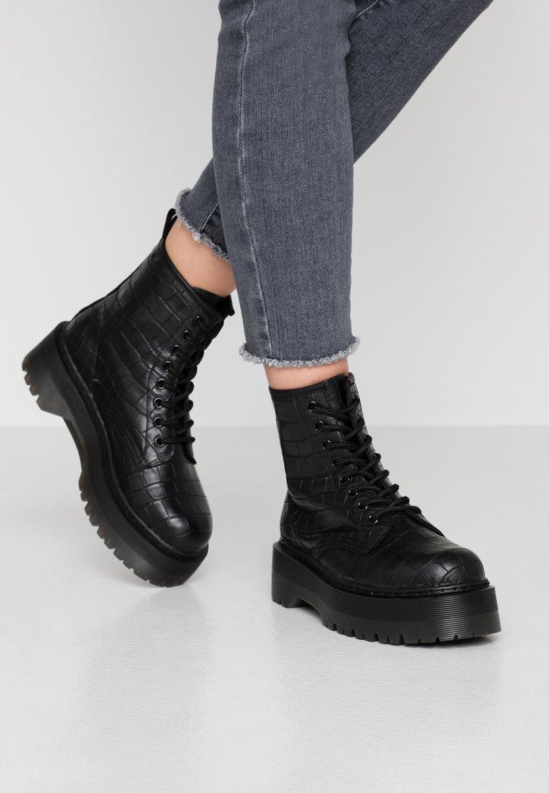 Tata Italia - Plateaustiefelette - black