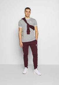 CLOSURE London - SIGNATURE RINGER TEE 3Pack - Basic T-shirt - greymarl/port/navy - 1