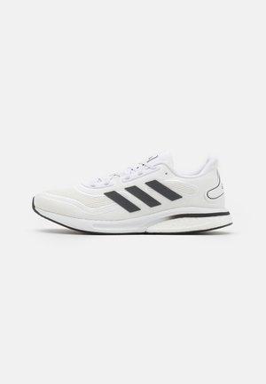 SUPERNOVA BOOST PRIMEGREEN RUNNING SHOES - Chaussures de running neutres - footwear white/grey five/core black