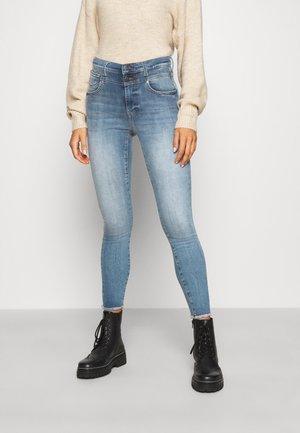ONLCHRISSY RAW - Skinny džíny - light blue denim