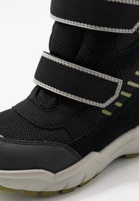 Superfit - CULUSUK - Zimní obuv - schwarz/grün - 5