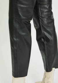Vila - Leather trousers - black - 4