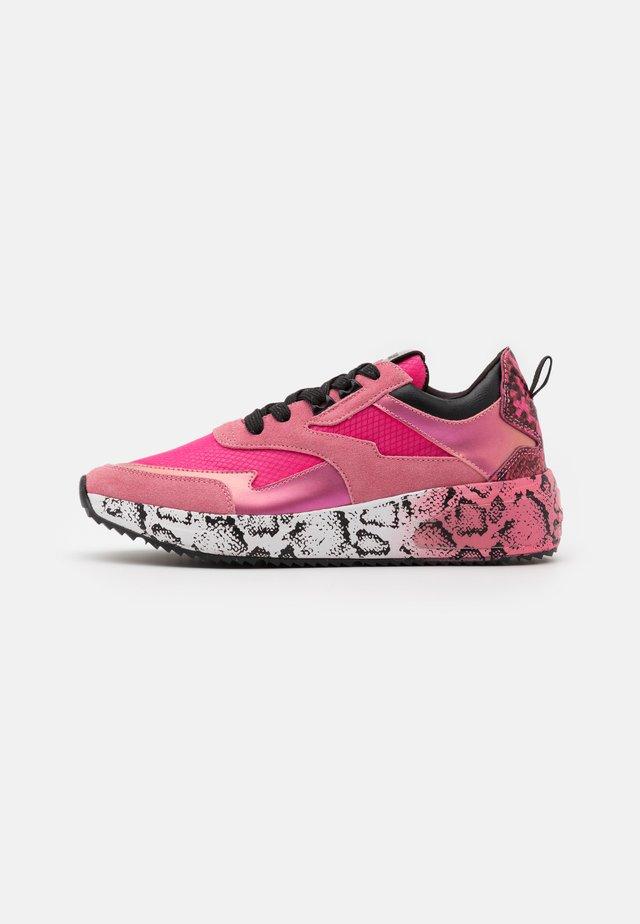 SIERRA - Sneakers laag - pink/black