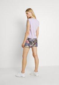 Nike Sportswear - FEMME - Shorts - ironstone/black/metallic gold - 2