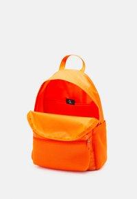 Calvin Klein Jeans - CAMPUS - Sac à dos - vivid orange - 2
