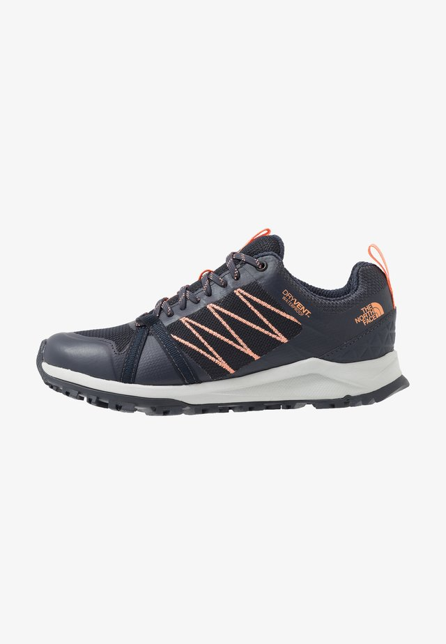 LITEWAVE FASTPACK II WP - Sneakersy niskie - urban navy/cantaloupe