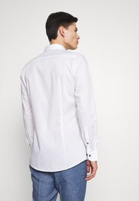 OLYMP - OLYMP NO.6 SUPER SLIM FIT  - Formal shirt - weiss - 2