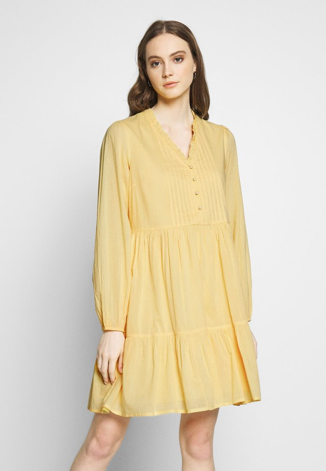 YASSAKET DRESS - Day dress - golden haze