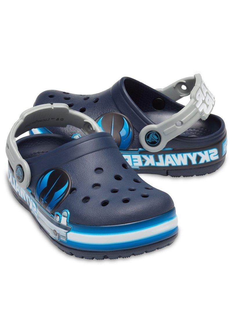 Crocs - FUNLAB LUKE SKYWALKER LIGHTS  - Klapki - navy