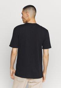 Nike Sportswear - REPEAT - Print T-shirt - black - 2
