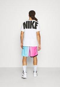 Nike Performance - NBA MIAMI HEAT CITY EDITION SWINGMAN - Sports shorts - laser fuchsia/blue gale/black - 2