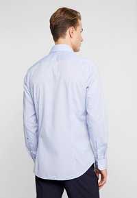 Seidensticker - SLIM FIT SPREAD KENT PATCH - Zakelijk overhemd - blue - 2