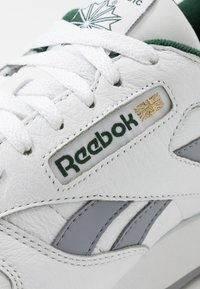 Reebok Classic - Sneakers - white/collegiate shadow/utility green - 5