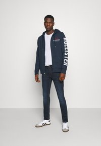 Hollister Co. - TECH LOGO UPDATE - Zip-up hoodie - navy - 1