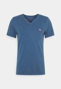 AARON SERAFINO - Basic T-shirt - ensigne blue
