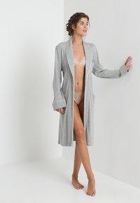 Lauren Ralph Lauren - ESSENTIALS COLLAR ROBE - Badjas - heather grey - 1