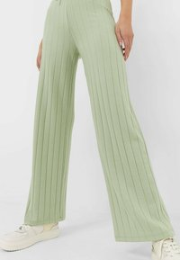 Stradivarius - Trousers - green - 0