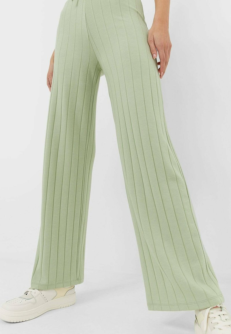 Stradivarius - Trousers - green