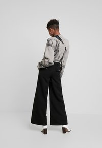 Weekday - KIM TROUSERS - Tygbyxor - black - 3
