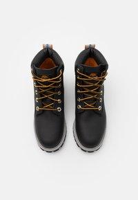 Timberland - PREMIUM UNISEX - Šněrovací kotníkové boty - black - 3
