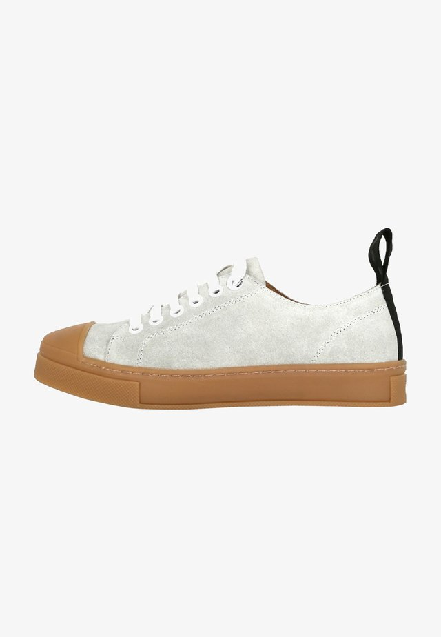 COURT SUEDE DERBY SHOE - Baskets basses - off white