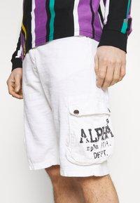 Alpha Industries - UTILITY - Shorts - white - 4