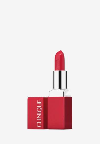 EVEN BETTER POP™ LIP COLOUR BLUSH - Lipstick - 05 red carpet